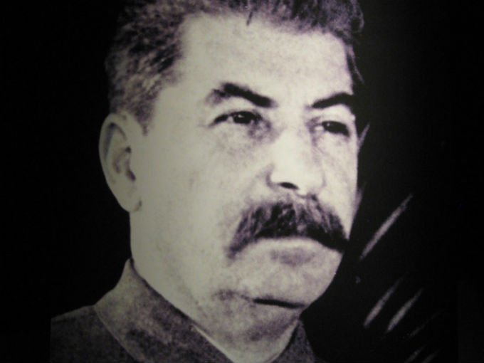 5.-Joseph Stalin (1879-1953) fue un dictador con absoluto poder sobre una de las economías más grandes, en ese entonces la URSS. Parece difícil separar la riqueza del territorio de la propia, por ello es incluido en esta lista ya que controlaba un país con el 9.6% del PIB mundial. Foto: Flickr jbrazito [CC BY 2.0]