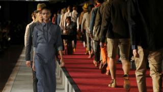 Invitados internacionales se dan cita en Nueva York durante la semana de la moda para presenciar la primera colección global de Levi's. La cita comenzó en el Meatpacking District.