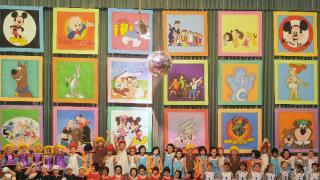 Los niños bailaron vestidos de caricaturas