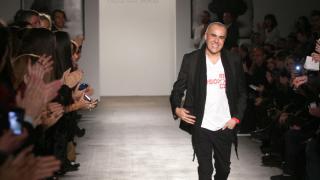 Una exposición fotográfica realizada por Uriel Santana, dio la bienvenida a los cerca de 100 asistentes que se dieron cita en la galería Exit Art para presenciar el debut del diseñador en EE.UU.