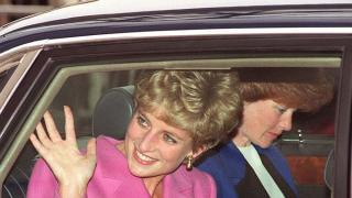 El Rey Eduardo VIII, abdicó para casarse con Wallis Simpson, una norteamericana que ya se había divorciado dos veces.