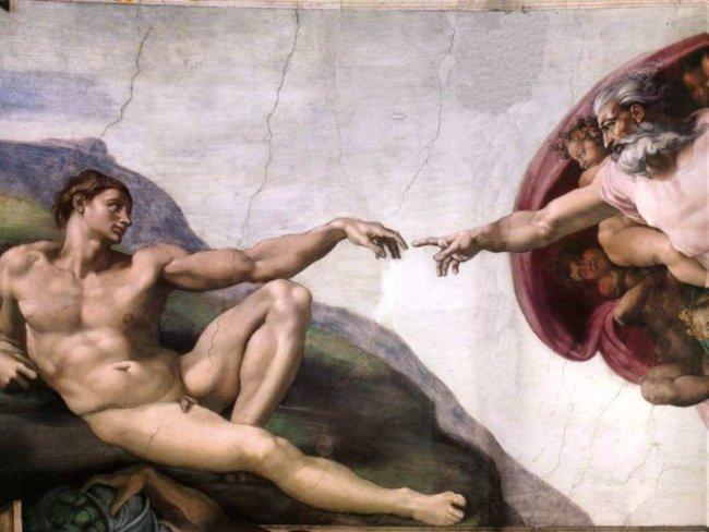 La Capilla Sixtina fue inaugurada en 1483 por el papa Sixto IV. Tenía que representar la majestuosidad de la iglesia romana, por ello llamaron a grandes artistas de la época para que pintaran sus paredes, entre ellos Miguel Ángel.