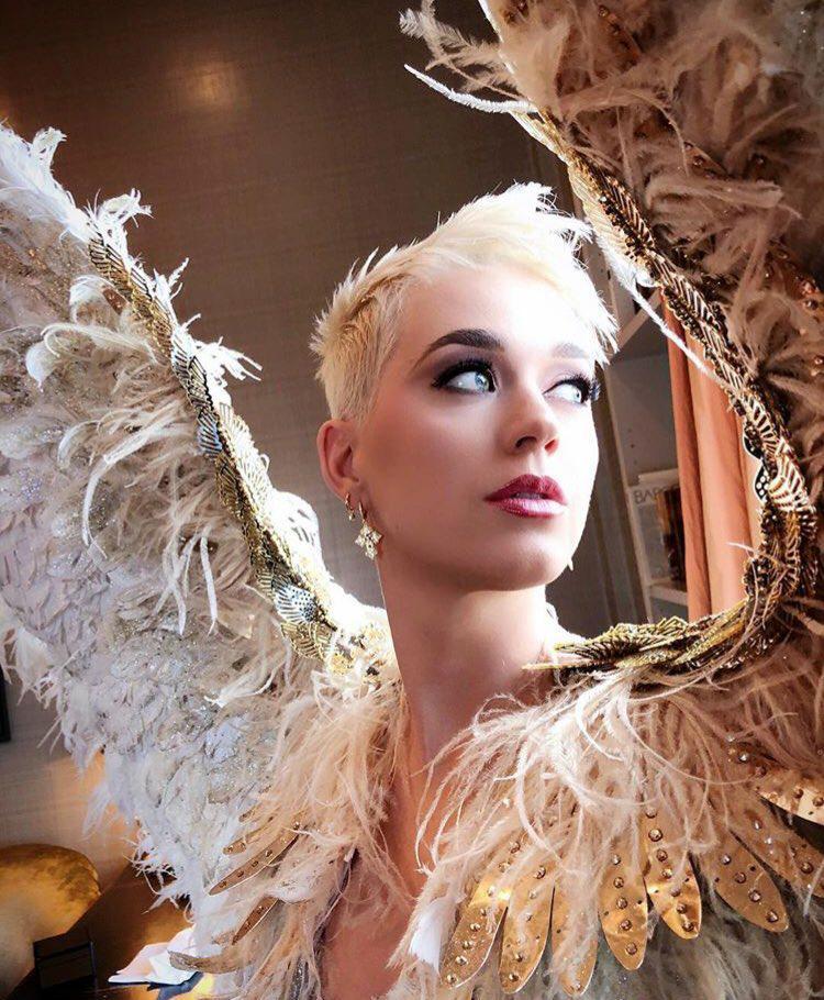 katy-perry-met-angel
