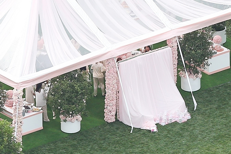 KYLIE-JENNER-BABY-SHOWER