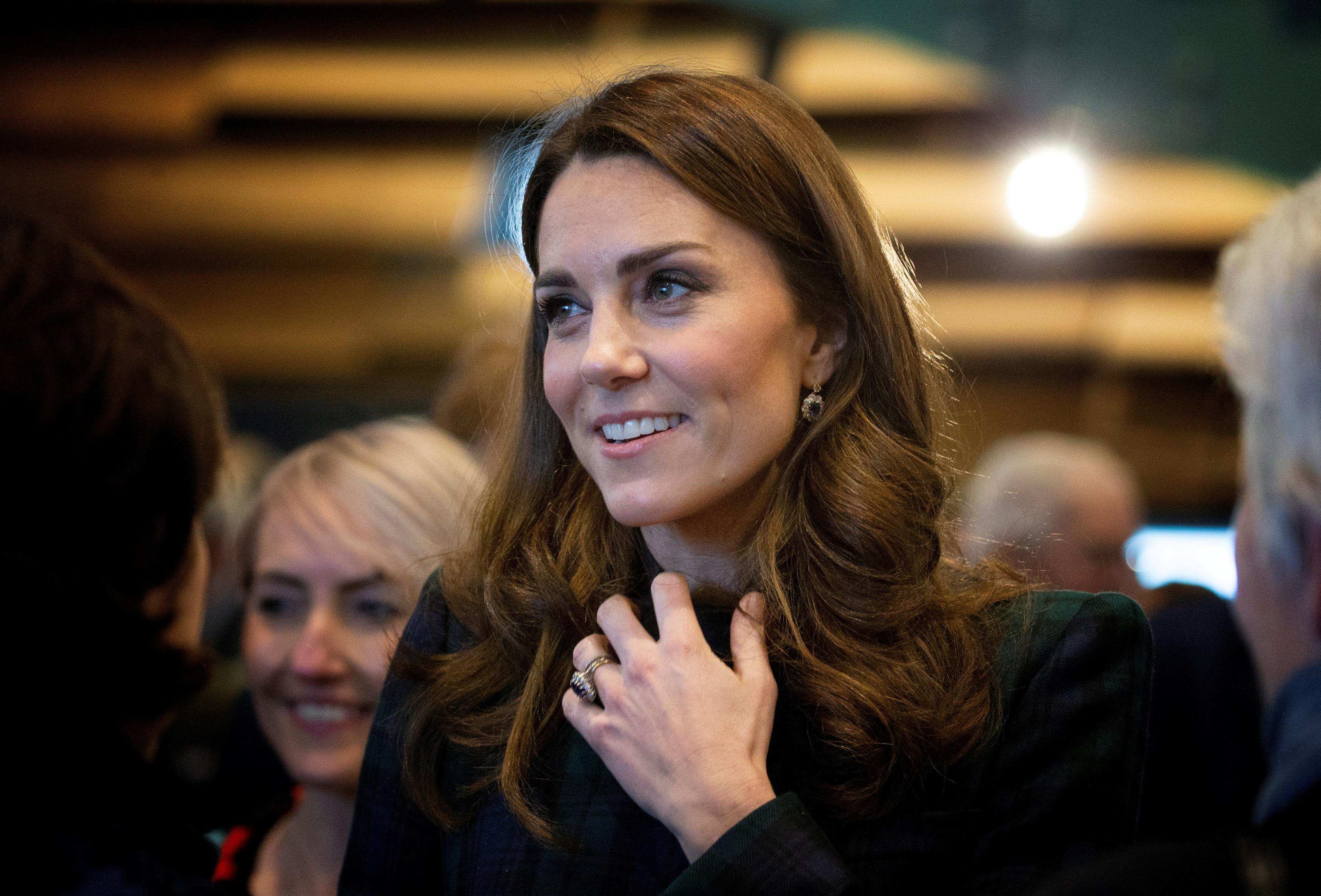 duquesa-cambridge-abrigo-cuadros-tartan